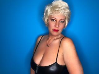 LydiaColes模特的性感个人头像,邀请您观看热辣劲爆的实时摄像表演!